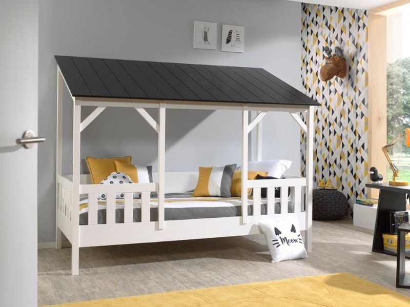 Kids-House-bed-zwart-dak